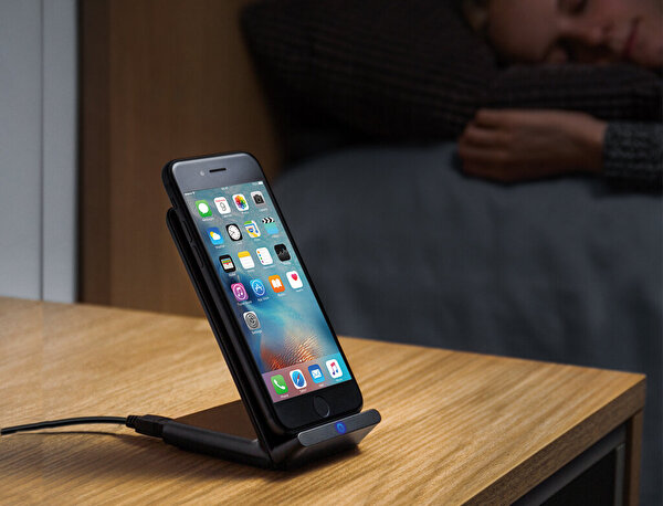 Anker Powerport 5W Siyah Stand Kablosuz Şarj Cihazı (QI Sertifikalı Tüm Cihazlar İle Uyumlu)